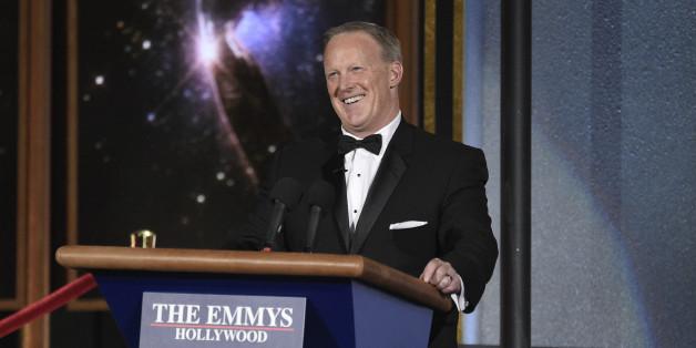 Emmy-Moderator Stephen Colbert attackiert Trump - dann holt er dessen Ex-Sprecher Sean Spicer auf die Bühne