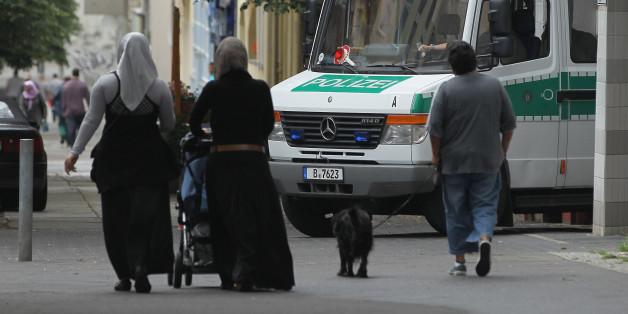 Berlin: Eine Frau hat versucht, einer Muslima das Kopftuch herunterzureißen.