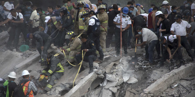 MEXICO CITY, MEXICO - SEPTEMBER 19: Rescuers and residents look for victims amid the ruins of a building knocked down by a magnitude 7.1 earthquake that jolted central Mexico damaging buildings, knocking out power and causing alarm throughout the capital on September 19, 2017 in Mexico City, Mexico. The earthquake comes 32 years after a magnitude-8.0 earthquake hit on September 19, 1985. (Photo by Christian Palma/Getty Images)