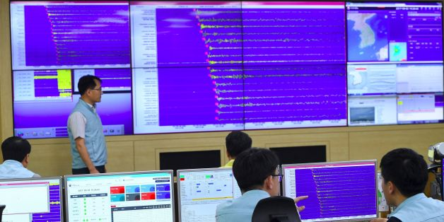South Korean officials monitor screens showing a graph of seismic waves originating from North Korea, at the Korea Meteorological Administration in Seoul on September 3, 2017.The 'artificial quake' in North Korea on September 3, thought to be its sixth nuclear test, was five to six times more powerful than the tremor from Pyongyang's fifth test, the South's weather agency said. / AFP PHOTO / JUNG Yeon-Je        (Photo credit should read JUNG YEON-JE/AFP/Getty Images)