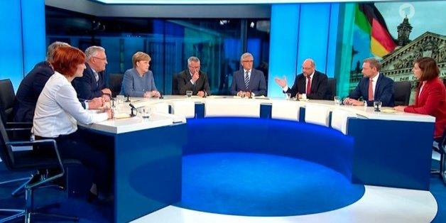 Es ging los mit AfD-Politiker Jörg Meuthen, der leugnete, seine Partei vertrete rassistische Positionen. Dann sagte er, er sehe in manchen deutschen Fußgängerzonen keine Deutschen mehr.