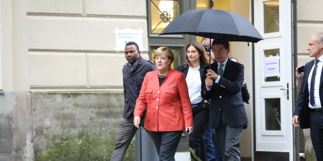 BERLIN, BERLIN-MITTE, GERMANY - 2017/09/24: Angela Merkel and Joachim Sauer on the way to a polling station with umbrella. They are voting in the 2017 Bundestag election at Wahllokal 108, student center Mensa Süd at the Humboldt University of Berlin. (Photo by Simone Kuhlmey/Pacific Press/LightRocket via Getty Images)