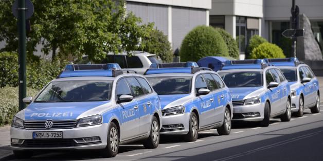 Die Verdächtigen sollen in Drogeriemärkten im gesamten deutschen Bundesgebiet Babymilchpulver und Kosmetik gestohlen haben. Und zwar während die Geschäfte geöffnet hatten.