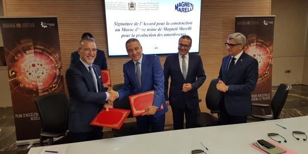 Pietro Gorlier, PDG de Magneti Marelli avec Moulay Hafid Elalamy, ministre de l'Industrie en présence de Mohamed Boussaid, ministre de l'Économie et des Finances