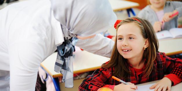 Schulwechsel: Vater will nicht, dass seine Tochter von einer Lehrerin mit Kopftuch unterrichtet wird (Symbolbild)