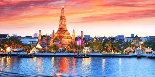 The most spectacular view of watching the iconic Wat Arun during the sunset