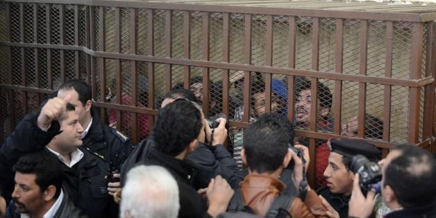 """Janvier 2015, proces au Caire de 26 hommes accusés de """"debauche"""". AFP PHOTO / MOHAMED EL-SHAHED        (Photo credit should read MOHAMED EL-SHAHED/AFP/Getty Images)"""