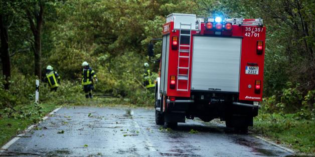"""Sturm """"Xavier"""" fegt über Deutschland hinweg: Der Chaostag in 12 Tweets"""