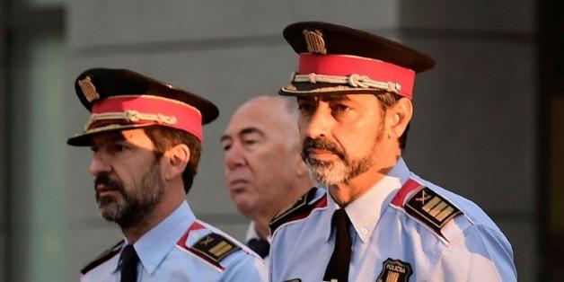 """Josep-Luis Trapero (d), chef de la police de Catalogne, poursuivi pour """"sédition"""", arrive au tribunal de Madrid, le 6 octobre 2017 / © AFP / JAVIER SORIANO"""