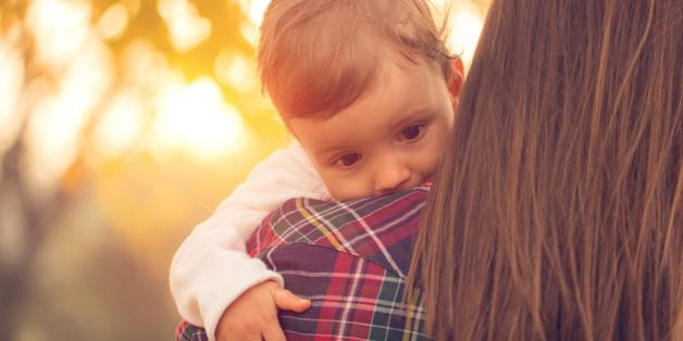Wenn Mütter früh in den Job zurückkehren, profitieren Kinder in den meisten Fällen davon.