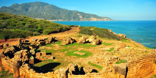 Tipaza, Algeria: circular mausoleum by the Mediterranean sea - Tipasa Roman ruins, Unesco World Heritage site - photo by M.Torres
