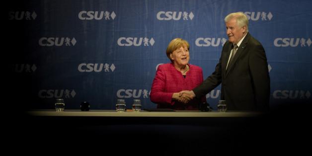 Seehofer und Merkel freuen sich über ihren Deal. (Symbolfoto)