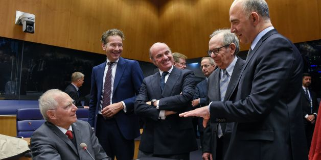 German Finance Minister Wolfgang Schaeuble (L) talks with (From 2ndL) Dutch Finance Minister and President of the Eurogroup, Jeroen Dijsselbloem, Spain's Economy Minister Luis de Guindos , Italian Finance, Pier Carlo Padoan and EU's Economic Affairs Commissioner, Pierre Moscovici during a Eurozone Finance ministers meeting in Luxembourg on October 9, 2017. 