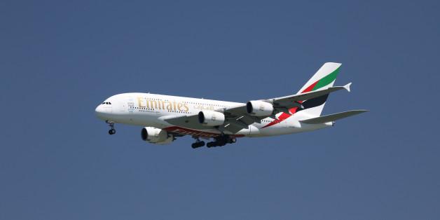 Auf einem Flug von Dubai nach München ist ein sieben Jahre altes Mädchen umgekippt