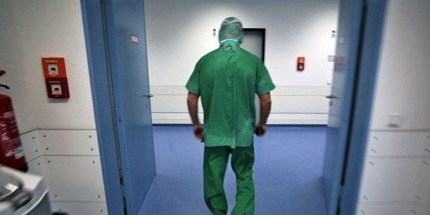 Bremen: Ein 18-Jähriger sollte operiert werden - doch der Arzt entfernt ihm das falsche Organ.
