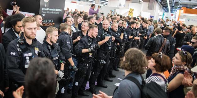 """""""Nicht reden, sondern sie bekämpfen"""": Extremismus-Experte übt nach Buchmesse-Ausschreitungen Kritik"""
