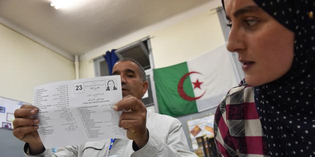 Elections parlementaires en Algerie, le 4 mai, 2017. Alger. / AFP PHOTO / RYAD KRAMDI        (Photo credit should read RYAD KRAMDI/AFP/Getty Images)