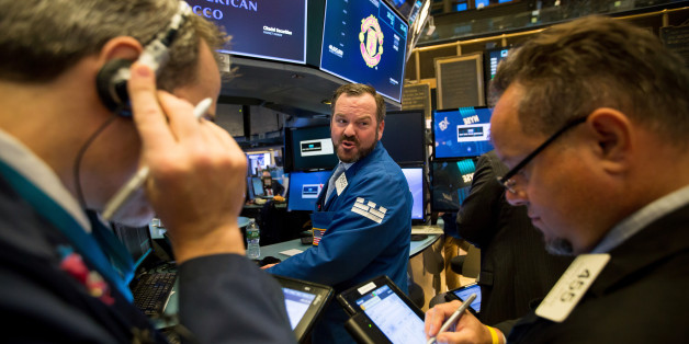 Traders work on the floor of the New York Stock Exchange (NYSE) in New York, U.S., on Monday, Oct. 16, 2017. The dollar strengthened and Treasuries fell after Federal Reserve Chair Janet Yellensuggestedgradual rate increases are warranted despite soft inflation. Gains in oil and copper drove agaugeof commodities to a six-month high. Photographer: Michael Nagle/Bloomberg via Getty Images