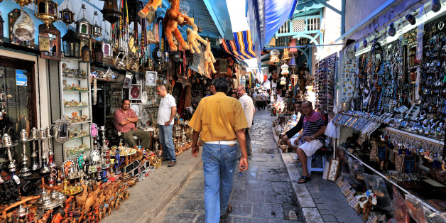 Medina in the historic heart of Tunis, since 1979 registered as World Heritage of Unesco, Alley souk under archways, largest medina in the Arab world, Gulf of Tunis, Tunisia, North Africa