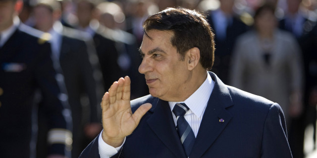 Tunisian President Zine El Abidine Ben Ali gestures as he walks in Tunis' Bourguiba avenue during a ceremony April 28, 2008.       REUTERS/Jacky Naegelen (TUNISIA)
