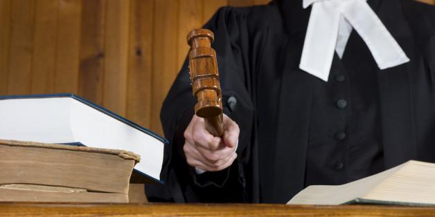 Richterin erfährt, welche Schuhe der Angeklagte zum Tatzeitpunkt getragen hat - und spricht ihn sofort frei
