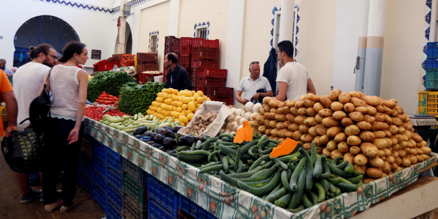 People buy vegetables on the first day of the Muslim holy fasting month of Ramadan at a market in Tunis, Tunisia, May 27, 2017. REUTERS/Zoubeir Souissi