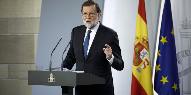 MADRID, SPAIN - OCTOBER 21:  Spanish Prime Minister Mariano Rajoy speaks during a press conference after an extraordinary cabinet meeting at Moncloa Palace on October 21, 2017 in Madrid, Spain. The cabinet meeting will decide which interventions to take in Catalonia. Rajoy gave a deadline to the Catalan leader Carles Puigdemont to drop his secession plans that ended last Thursday.  (Photo by Pablo Blazquez Dominguez/Getty Images)
