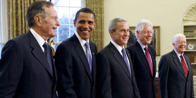 Le club des ex-présidents américains réuni pour les sinistrés des ouragans mais sans sa cible préférée: Trump