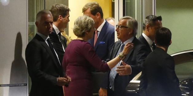 """""""FAS"""" enthüllt: Die britische Premierministerin Theresa May soll EU-Kommissionspräsident Jean-Claude Juncker um Hilfe angefleht haben"""
