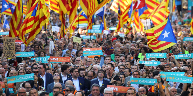 Catalan President Carles Puigdemont (C) and other Catalan regional government members attend a demonstration organised by Catalan pro-independence movements ANC (Catalan National Assembly) and Omnium Cutural, following the imprisonment of their two leaders Jordi Sanchez and Jordi Cuixart,  in Barcelona, Spain, October 21, 2017.  REUTERS/Ivan Alvarado
