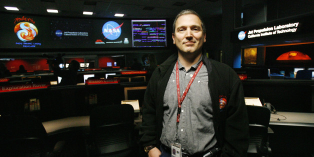 Jet Propulsion Laboratory scientist Barry Goldstein, project manager for NASA's Phoenix Mars Lander, stands in the mission control room at JPL in Pasadena, California May 23, 2008. The spacecraft is scheduled to touchdown on the arctic plains of Mars on May 25, 2008.  REUTERS/Mario Anzuoni   (UNITED STATES)