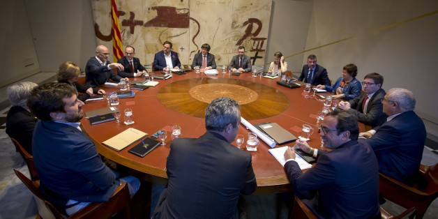 The President of the Catalan Government, Carles Puigdemont, presides over the meeting of the Generalitat's executive in Barcelona on October 24, 2017 (Photo by Miquel Llop/NurPhoto via Getty Images)