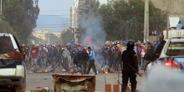 Tunisian protesters clash with security forces in the central town of Kasserine on January 21, 2016. Fresh protests over unemployment and poverty in central Tunisia have raised fears of growing social unrest five years after the country's revolution ignited by similar grievances. / AFP / MOHAMED KHALIL        (Photo credit should read MOHAMED KHALIL/AFP/Getty Images)