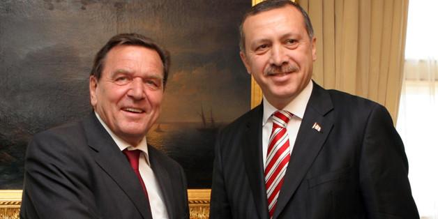 Archivbild von 2006: Altkanzler Schröder und Erdogan