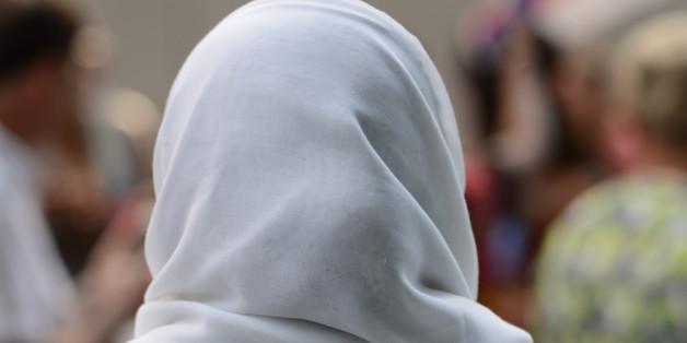 Studentin wegen Kopftuch diskriminiert: So reagiert die Professorin jetzt