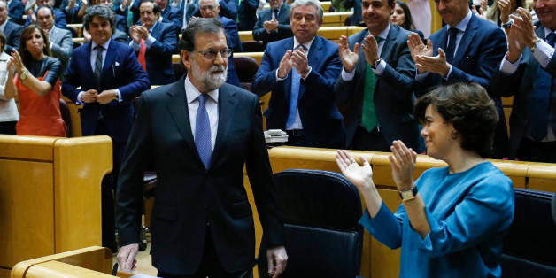 Spain's Prime Minister Mariano Rajoy (L) acknowledges applause during a session of the Upper House of Parliament in Madrid on October 27, 2017.