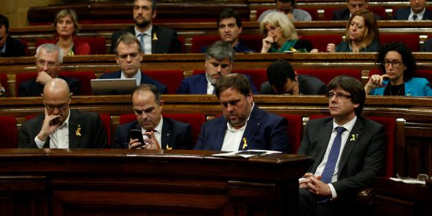 Katalonien: Parlament in Barcelona ruft Unabhängigkeit aus