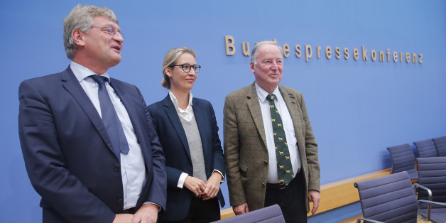 Joerg Meuthen (L), leader of the anti-immigration party Alternative fuer Deutschland (AfD) poses next to top candidates Alice Weidel and Alexander Gauland (R) at the end of a news conference in Berlin, Germany, September 25, 2017. REUTERS/Wolfgang Rattay