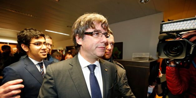 Dismissed Catalonia's leader Carles Puigdemont (C) arrives to address media representatives at The Press Club in Brussels on October 31, 2017. Puigdemont, dismissed by the Spanish government on October 27, after Catalonia's parliament declared independence, reportedly drove hundreds of kilometres (miles) to Marseille in France and then flew to Belgium. / AFP PHOTO / BELGA / NICOLAS MAETERLINCK / Belgium OUT        (Photo credit should read NICOLAS MAETERLINCK/AFP/Getty Images)