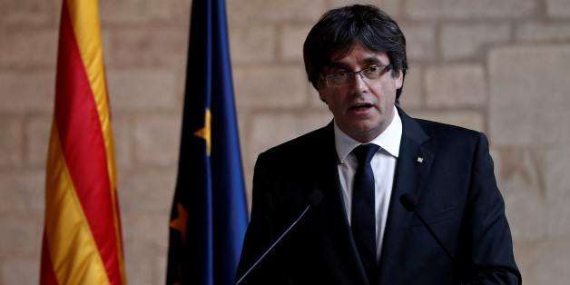BARCELONA, SPAIN - OCTOBER 26 :  Catalan regional President Carles Puigdemont speaks during a press conference at Palau de la Generalitat in Barcelona, northeastern Spain on October 26, 2017. (Photo by Burak Akbulut/Anadolu Agency/Getty Images)