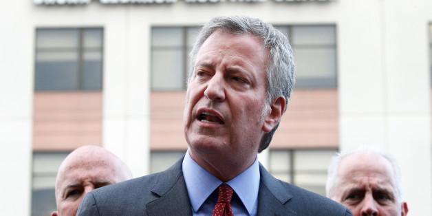 New York City Mayor Bill de Blasio speaks outside Bronx-Lebanon Hospital, after an incident in which a gunman fired shots inside the hospital in New York City, U.S. June 30, 2017.  REUTERS/Brendan McDermid