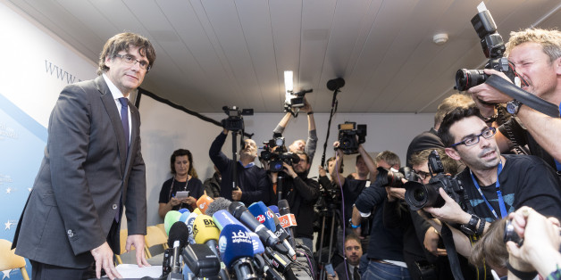 BRUSSELS, BELGIUM - OCTOBER 31:  Dismissed Catalan regional President Carles Puigdemont i Casamajó gives a statement during a press conference at International Press Club of Brussels on October 31, 2017 in Brussels, Belgium. Puigdemont was dismissed from the post after Spanish Government implemented the Spanish Constitution's article 155 in response to the Catalan Parliament's vote in favor of declaring independence.  (Photo by Thierry Monasse/Corbis via Getty Images)