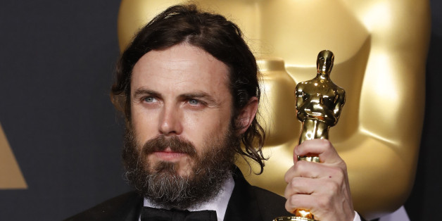 89th Academy Awards - Oscars Backstage - Hollywood, California, U.S. - 26/02/17 – Casey Affleck, winner of Best Actor for Manchester by the Sea, holds his oscar. REUTERS/Lucas Jackson