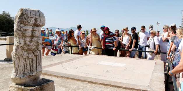 Tourists listen to their guide during their visit to the archaeological site of Carthage, near Tunis, Tunisia August 1, 2017 . REUTERS/Zoubeir Souissi