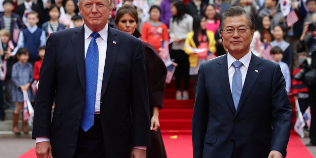 SEOUL, SOUTH KOREA - NOVEMBER 07:  South Korean President Moon Jae-In (R) and U.S. President Donald Trump (L) walk towards a guard of honour during a welcoming ceremony at the presidential Blue House on November 7, 2017 in Seoul, South Korea. Trump is in South Korea as a part of his Asian tour.  (Photo by Chung Sung-Jun/Getty Images)