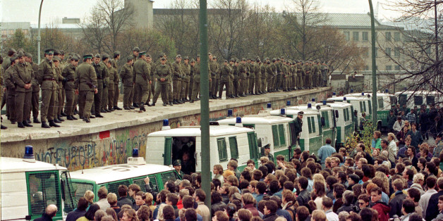 "FILE PHOTO 11NOV89 - Hundreds of East Berlin border guards stand atop the Berlin Wall at the Brandeburg Gate faced by thousands of West Berliners in this November 11, 1989 file photo. The 10th anniversary off the ""fall"" of the Berlin wall is coming up on November 9, 1999.