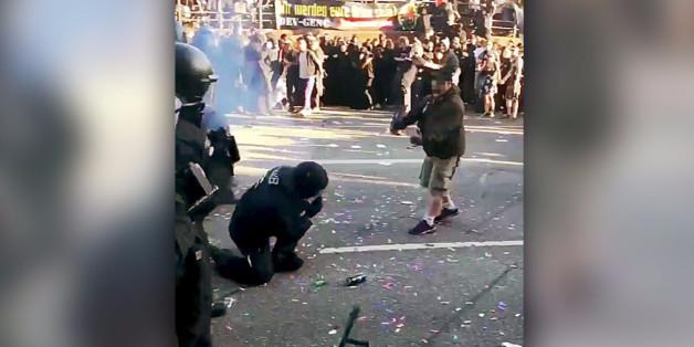 Dieses Foto soll einen Angriff auf einen Beamten zeigen - doch dahinter steckt eine Lüge der Polizei