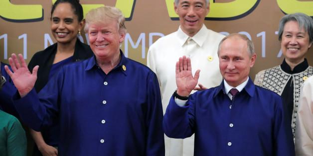 Trump und Putin beim Treffen im Vietnam
