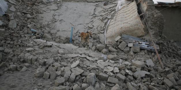 2013년 4월18일 이란-파키스탄 국경에서 발생한 지진으로 무너진 집