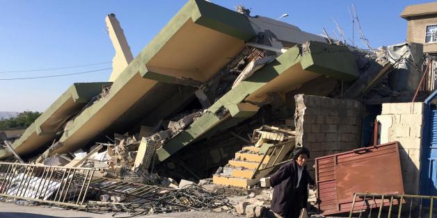 A man walks past a damaged building following an earthquake in Darbandikhan in Sulaimaniya Governorate, Iraq, November 13, 2017. REUTERS/Ako Rasheed
